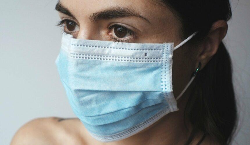 Przedłużający się stan epidemii – zwrot opłat za odwołane przeloty, wczasy czy imprezy (sytuacje, kiedy możemy odzyskać pieniądze)